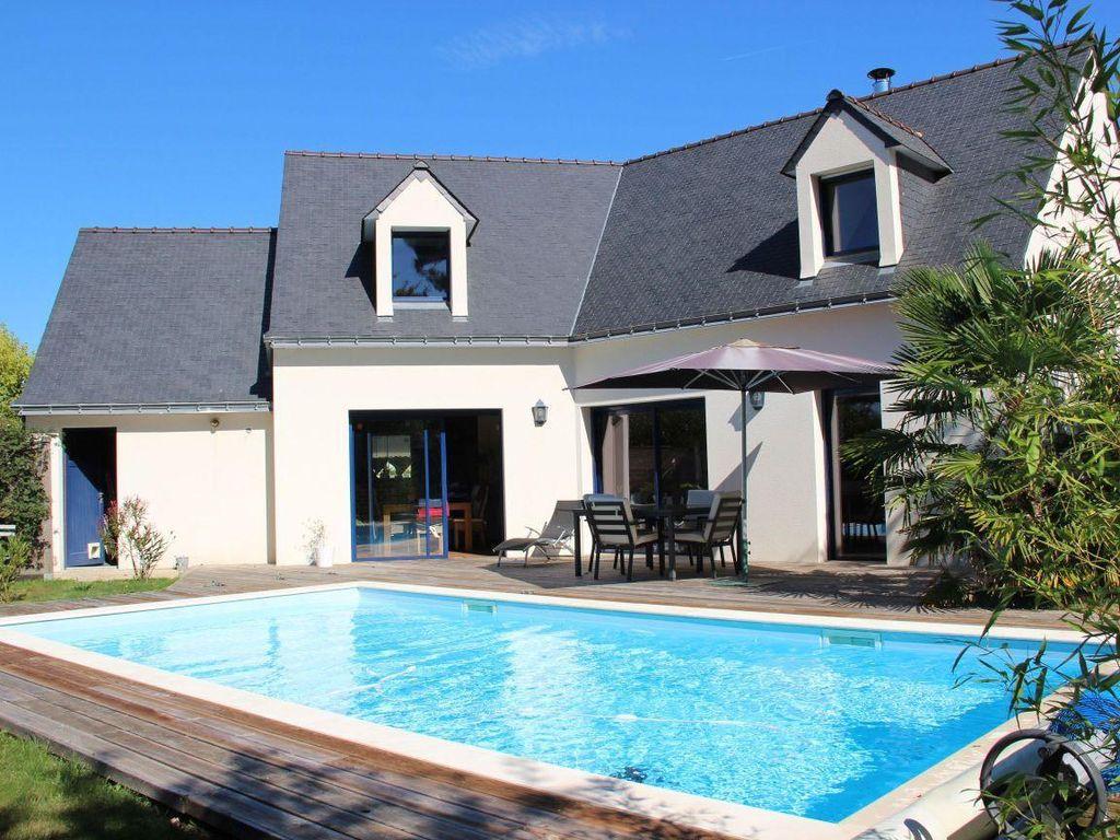 Installer une piscine parfait pour rehausser la valeur de - Maison a louer barcelone avec piscine ...