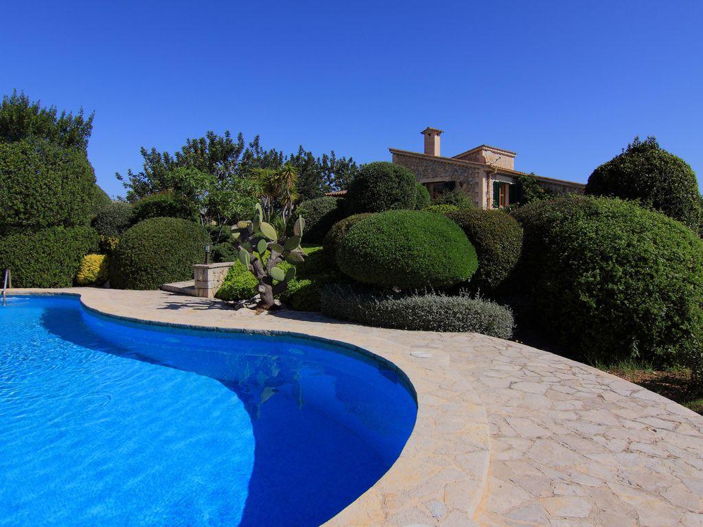 les avantages de choisir une plage de piscine en pierre. Black Bedroom Furniture Sets. Home Design Ideas