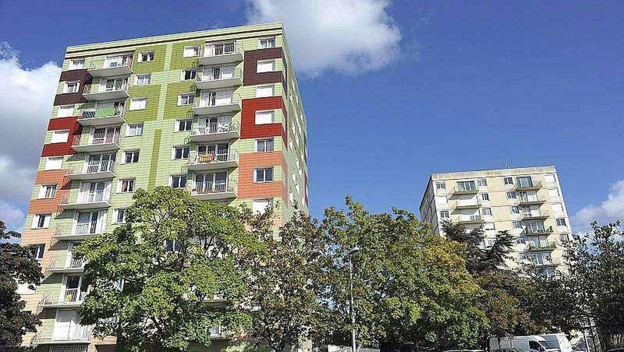 Un immeuble de plusieurs appartements