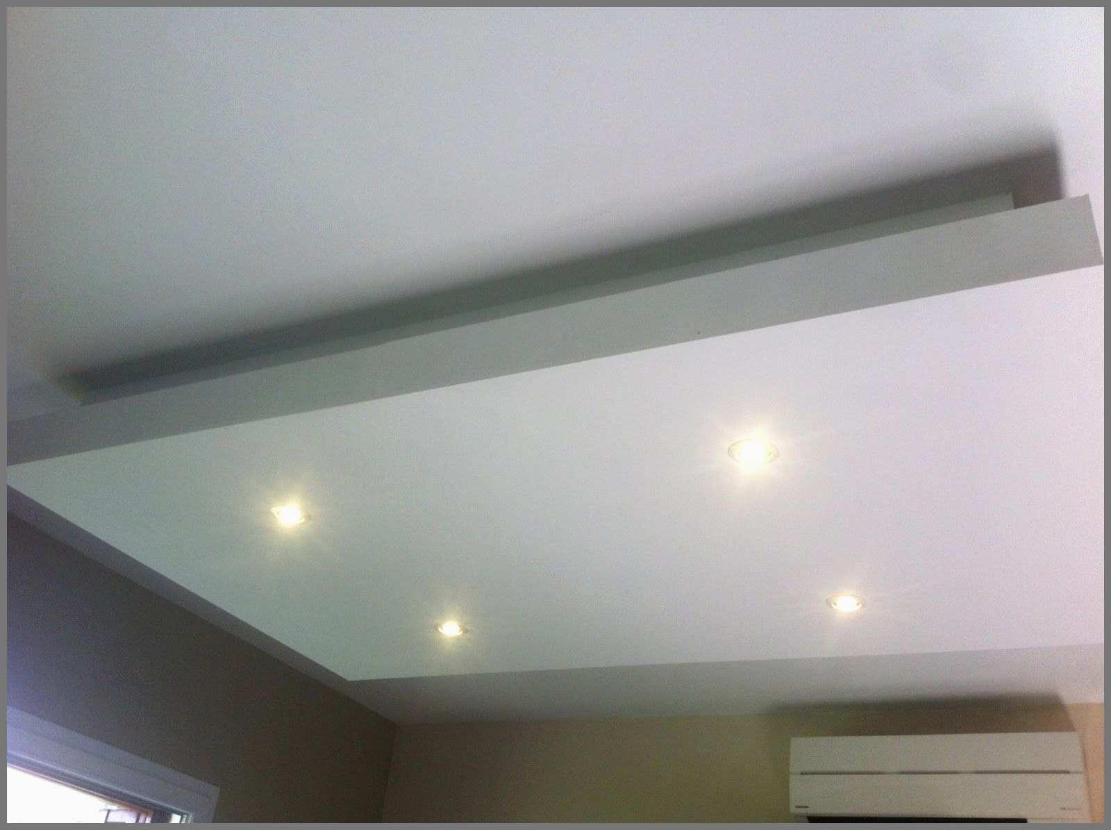 Un plafond de spot lumineux