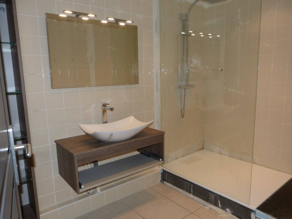 déco salle de bain : quel béton ciré choisir ? - home dome - Beton Cire Sur Carrelage Salle De Bain